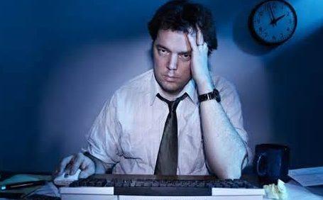 مضاعفات ادمان العمل